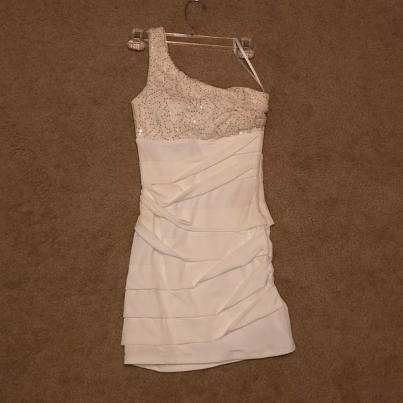 City Triangles Dresses & Skirts - White one shoulder dress